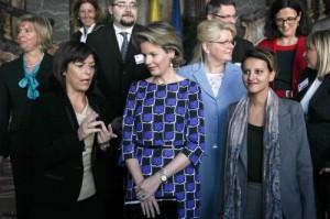 La Reine Mathilde, entourée des Ministres Milquet et Vallaud-Belkacem