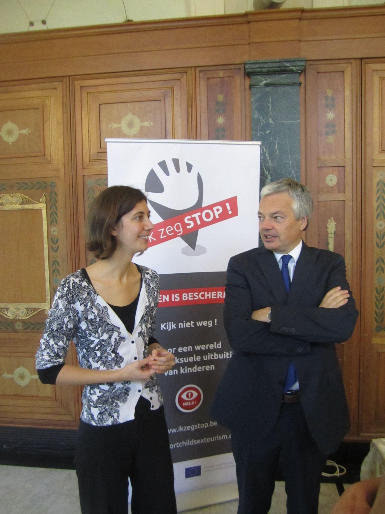 Ariane Couvreur d'ECPAT Belgique & Didier Reynders, Ministre des Affaires Étrangères